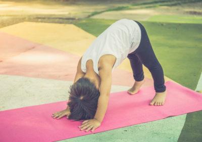 faire du yoga avec des enfants